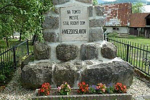 Pomník na mieste bývalého rodiska Hviezdoslava.