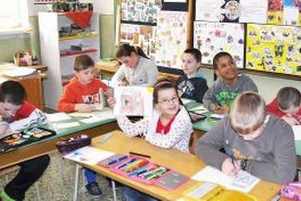 Vyšnokubínski školáci písali pohľadnice prvý raz v živote.