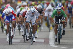 Peter Sagan (vpravo) si ide po víťazstvo v 13. etape na Tour de France 2018.
