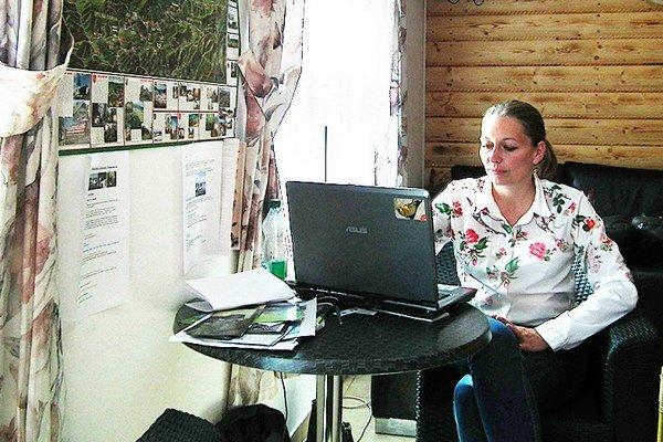 Vitajte v Námestove. Na otázky turistov odpovedá Katarína Turácová.
