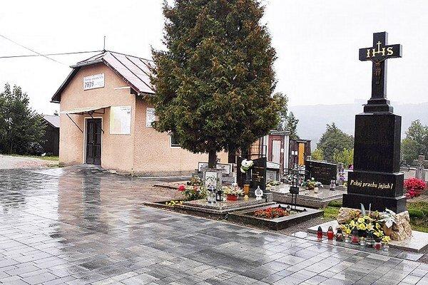 Objekt mesto prenajíma podnikateľovi, ktorý sa na oplátku stará oareál cintorína.