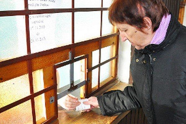 Otvorená pokladňa a vyhriatou čakárňou potešila cestujúcich.
