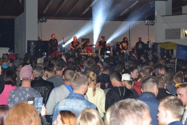 Vystúpenie známej skupiny Horkýže slíže si nenechalo ujsť približne tisíc priaznivcov.