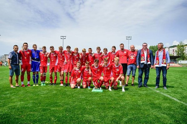 Úspešný tím U 15, ktorý vybojoval postup aj pre ďalšie celky.