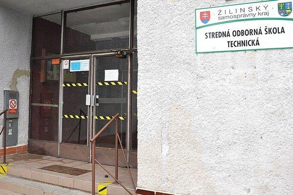 Stredná škola v Istebnom zavrela brány minulý rok, študenti sa učia v Kňažej.