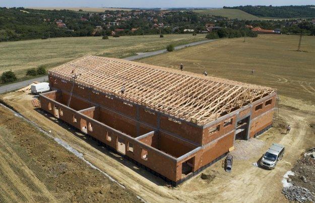 Spoločnosť KON-Truss (z Galanty) pôsobí v segmente výrobe väzníkových konštrukcií a krovov riešených systémom WOLF.