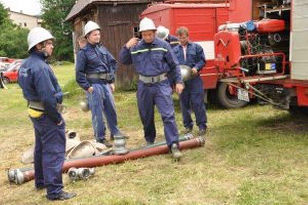 Dobrovoľní hasiči sú zaradení do troch skupín.