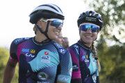Tetiana Kalačová (vľavo) a Christine Micheletová sú súčasťou ženského tímu amatérok.