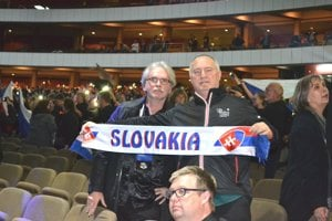 Dirigent Štefan Sedlický (vľavo) a manažér a spevák Stanislav Škorňa pred ceremoniálom vyhlasovania cien.