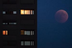 Zatmenie Mesiaca vo švajčiarskom Zürichu.