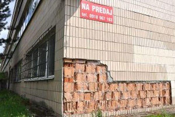 Mesto mohlo za budovu školy a pozemky okolo nej získať takmer pol milióna eur.