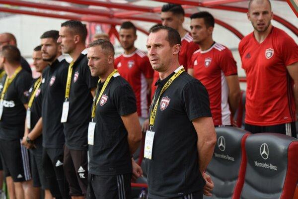 Tréner Radoslav Látal sa snaží brzdiť až prílišný optimizmus pred zápasom s Legiou