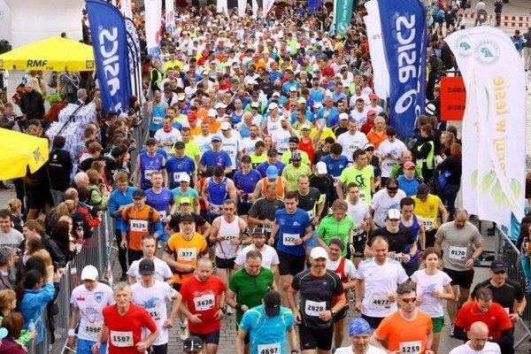 Na štarte Krakovského maratónu bolo viac ako 5500 bežcov.