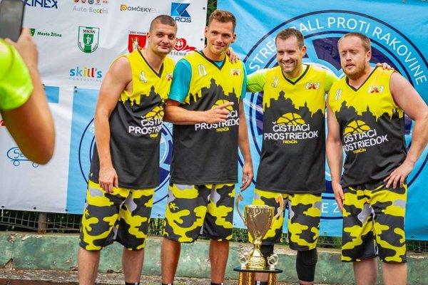 Čistiaci prostriedok, víťazný tím podujatia Streetball proti rakovine 2018.