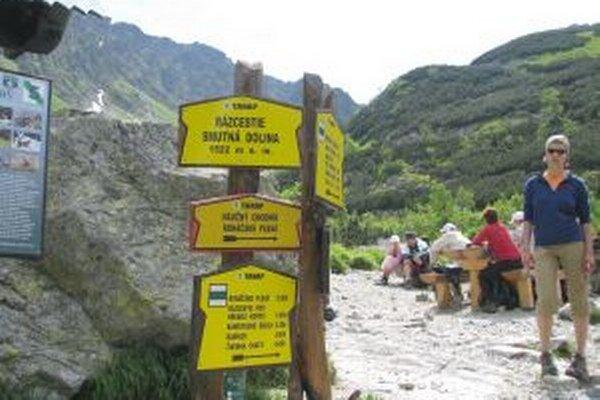 Hory stále lákajú turistov, najmä v slnečnom počasí.