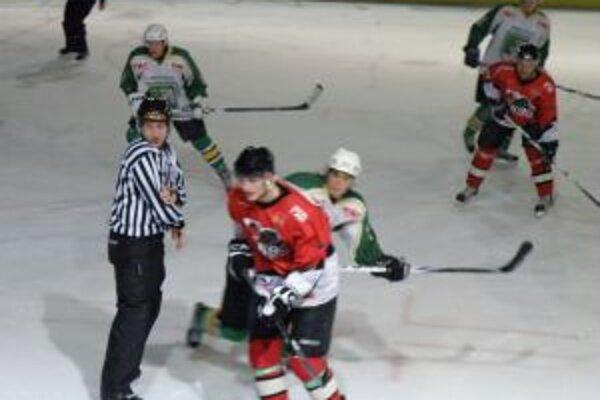 Kostelanský (vpredu v červenom) dal proti Prievidzi dôležitý šiesty gól.