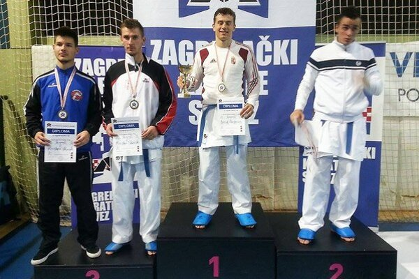 Miroslav Škvarek (druhý zľava) si z Chorvátska doniesol bronzovú medailu.