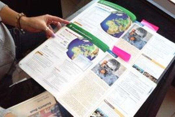 Väčšina vecí v dvoch učebniciach angličtiny je rovnaká, len sem-tam je zmenený obrázok alebo grafika.