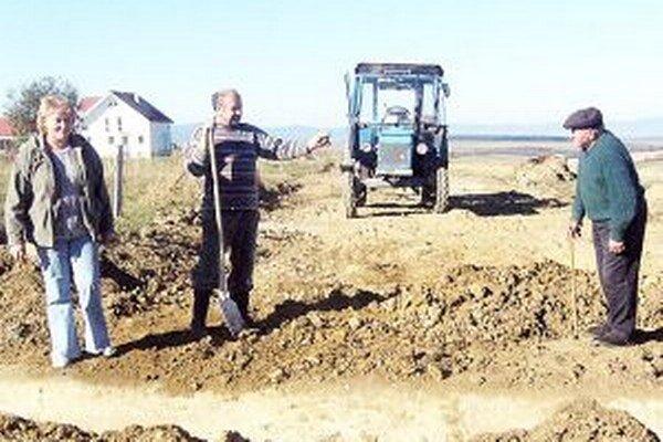 Aj ženy na čele samospráv musia neraz vyjsť do polí k stavbám, povodniam či požiarom. Výnimkou nie je ani hladovská starostka Mária Kendralová.
