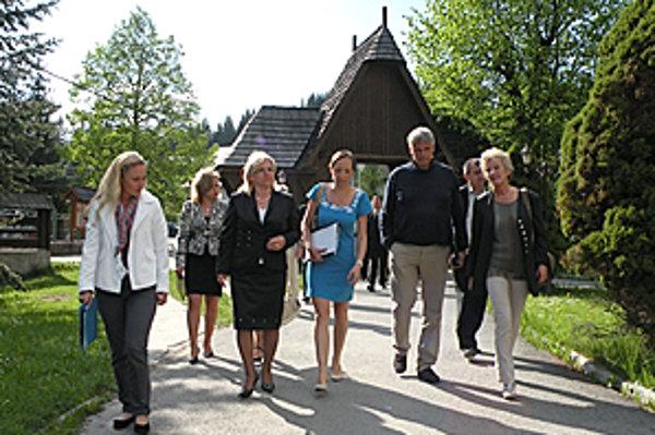 Lesňania pripravili eurokomisárom bohatý program.