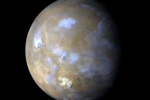 Marťanské oblaky, ktoré sa tvoria z odpareného vodného ľadu.