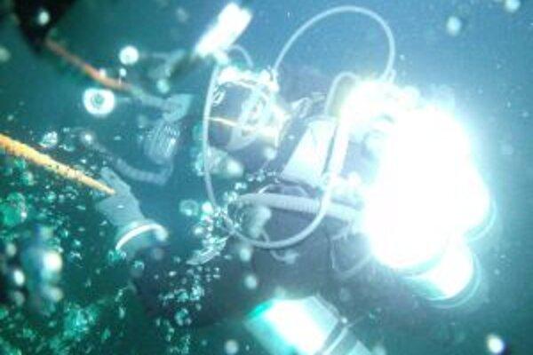 Potápači týždeň mapovali vraky lodí potopených počas druhej svetovej vojny.