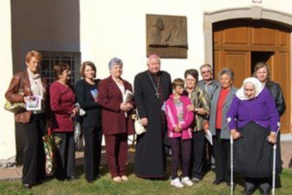 S Otcom biskupom pred biskupským úradom v Spišskej Kapitule.