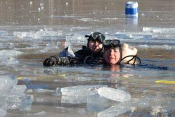 Potápači zvládli Silvestrovský potop s úsmevom.