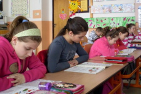 Menej žiakov umožňuje individuálnejší prístup učiteľa.