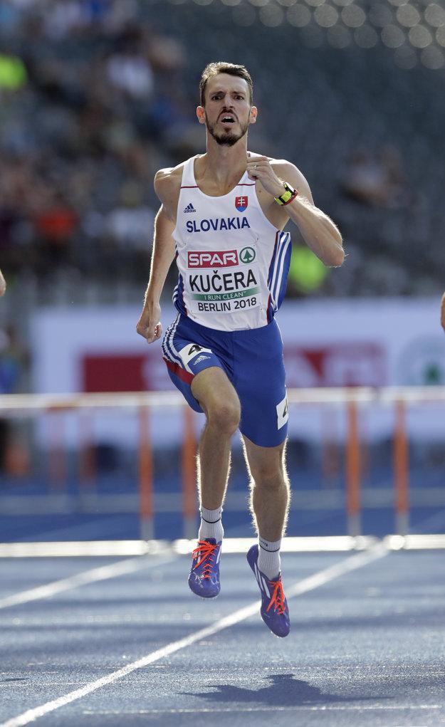 Slovenský atlét Martin Kučera počas rozbehov mužov na 400 m prek.