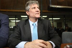 Bývalý argentínsky viceprezident Amado Boudou počúva verdikt súdu.