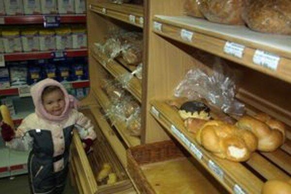 Bez chleba si väčšina z nás nedokáže predstaviť jedálny lístok. Kupovať ho musíme, aj keď je drahší.