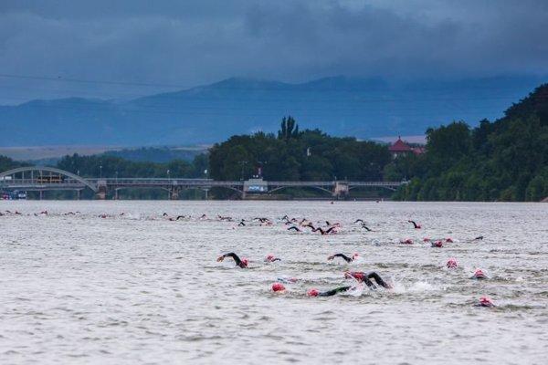 Preteky sa začínali plávaním na 3,8 km v Sĺňave na Váhu.