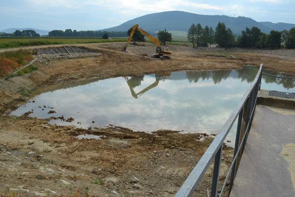 Generálna oprava rybníka potrvá do konca leta.