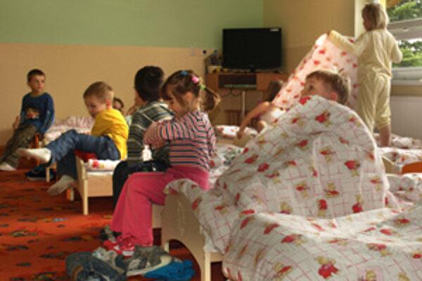 Do zrekonštruovanej škôlky chodí viac ako šesťdesiat detí. S výnimkou by ju však mohlo navštevovať až sedemdesiattri.
