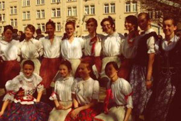 Námestovčanky v krojoch pred Lycée v Nancy.