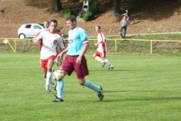 Hráči H. Poruby (v modrom) nestačili na Malú Čausu a utrpeli debakel.
