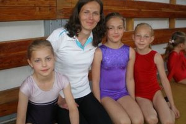 Zákamenčanky zľava A. Durčáková, trénerka M. Belicajová, K. Belicajová a K. Rypáková.