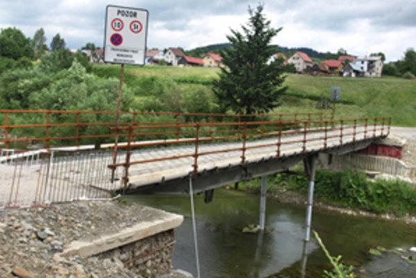 Vojenský most ostane v dedine minimálne do konca roka.