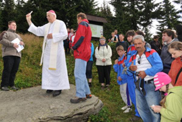 Chodník Jána Pavla II. vysvätil biskup Andrej Imrich.