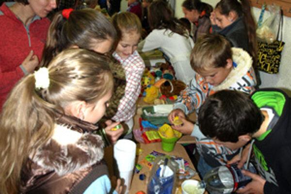 Deti si samé pripravili tovar na predaj. Výťažok z jarmoku pôjde do centra v Brazílii.