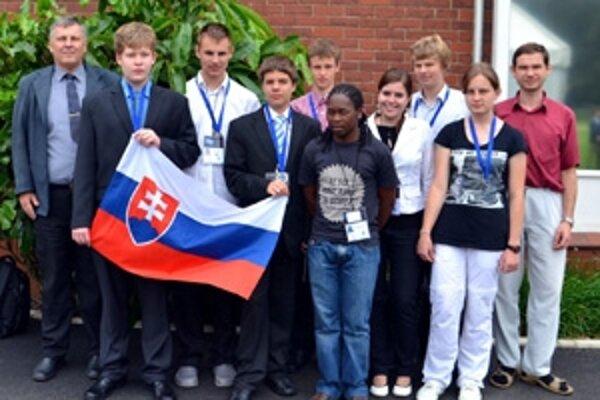 Slovenská delegácia, Dolnokubínčanka Ivana Mrázová druhá sprava.
