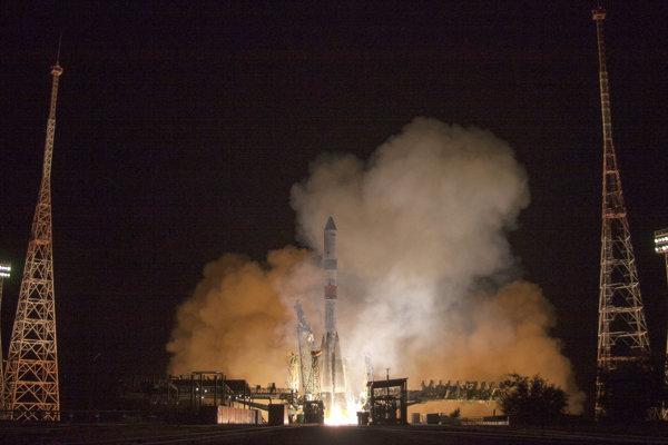 Na Medzinárodnú vesmírnu stanicu lietajú aj americkí astronauti z ruského komplexu Bajkonur.