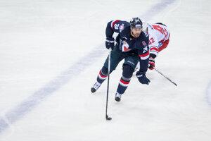 Kanaďan Kyle Chipchura bude patriť k najskúsenejším hokejistom Slovana v novej sezóne.