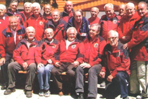 Časť členov klubu seniorov na stretnutí v roku 2009.