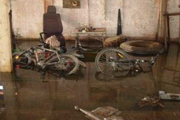 Voda odtekala len pomaly. Zničila väčšinu vecí.