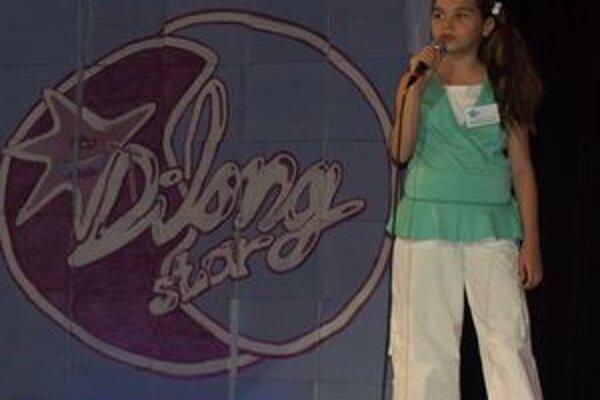 Na Dilongstar sa tradične predstaví množstvo mladých a nádejných spevákov.