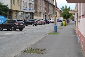Aleja v centre Prešova mizne. Nové stromy zatiaľ vysadiť nemôžu