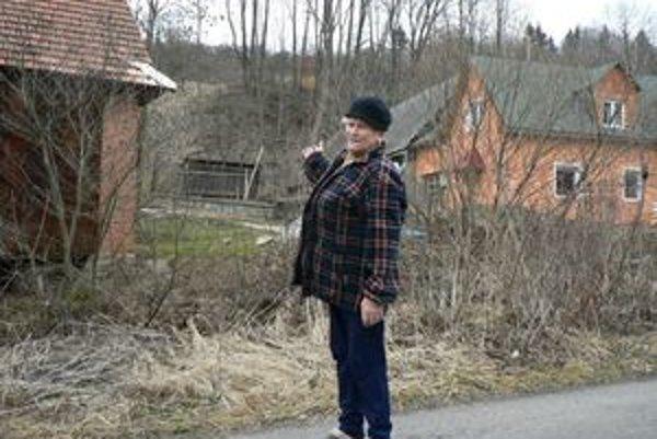 Anna Removčíková obsluhuje zvonicu v Beňovej Lehote, ktorá sa týči priamo nad jej domom.
