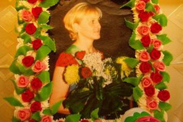 Hitom sa pred časom stali torty s fotografiami.